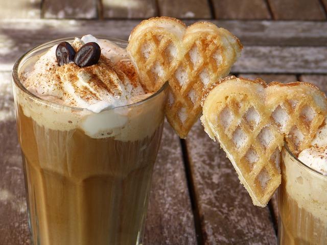 ledová káva s vaflí