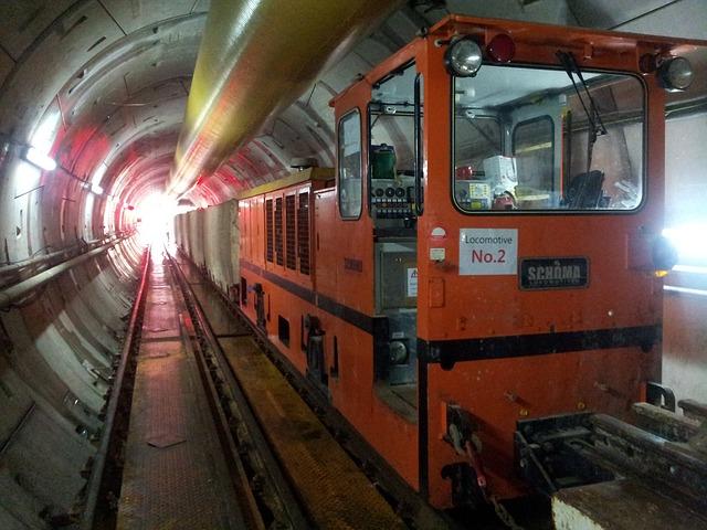 práce v tunelu