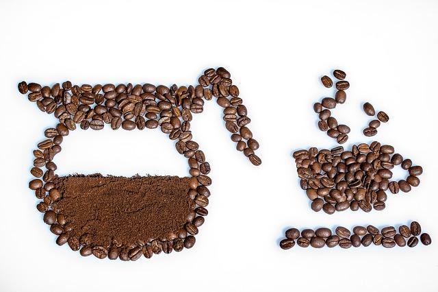 konvice – kávová zrna